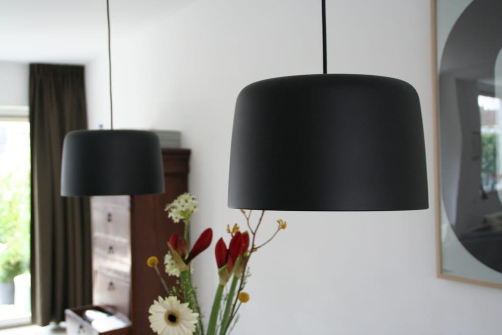 Twee Lampen Ophangen : Twee lampen boven eettafel verdeling opdrachtgevers vilt aan zee
